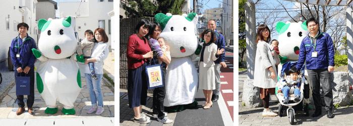 (左から)⽻村市Kさん、⼤⽥区Sさん、荒川区Sさんご家族へ、こんせんくんと各センター⻑から記念品を贈呈。 50万⼈⽬となった⼤⽥区Sさん宅へはパルシステム東京野々⼭理事⻑(写真右⼿前)もお伺いしました。