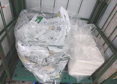 回収された米袋とお料理セットトレー。紙パックや注文用紙もありました。