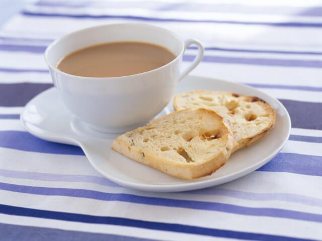 ミニクラフトと冷凍ケーキで茶話会・平和について語りましょう。