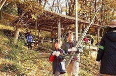 余った竹はまた運び出し。これもいい運動!