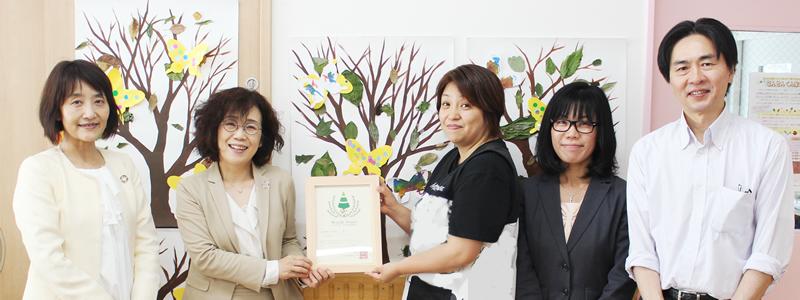 ▲6月1日には、パルシステム東京の理事長らも集まり、子どもたちと一緒になって認定証授与式を祝いました。