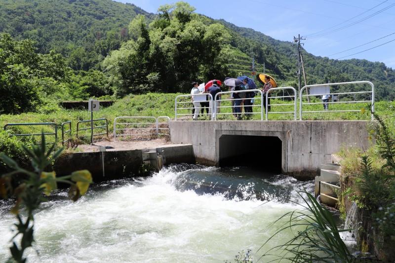 小水力発電所は24時間、356日、自然のエネルギーを作り出しています。