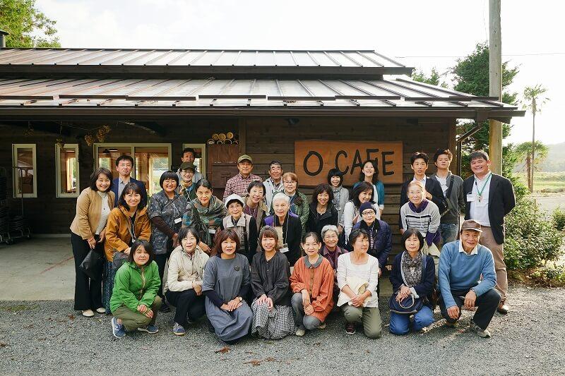 浪江町「OCAFE」の前で