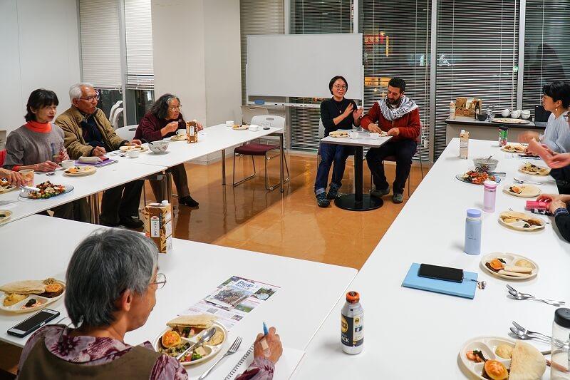 パレスチナ料理を食べながら交流