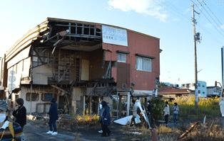 駅舎は解体され線路もはずされたJR「富岡駅」