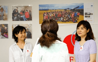 ▲AAR Japan[難民を助ける会]  絵本「地雷ではなく花をください」に登場するサニーちゃんのチャリティーグッズを販売。最新刊「サニーちゃんシリアに行く」も紹介されました。
