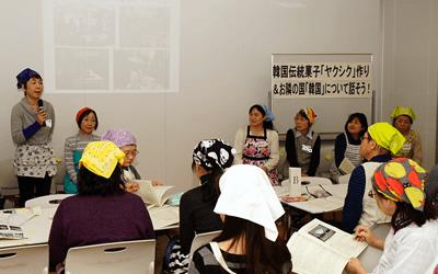 韓国スタディツアーの報告をするパルシステム東京の大田理事