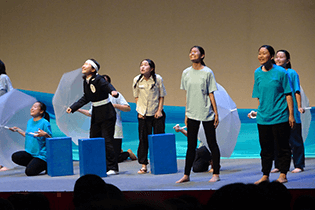 沼田高校演劇部によるヒロシマの原爆をテーマにした「風の電車」(黒瀬貴之作)