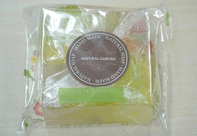 ドゥレ生協の皆さんから、パルシステム東京の組合員へ石けんのサプライズプレゼント!