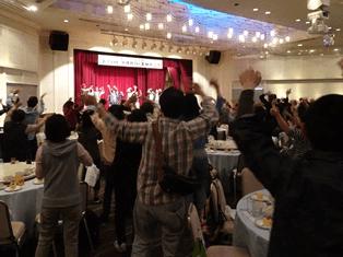 夕食懇親会では、琉球舞踊やエイサーで交流