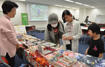 「ハート・のんびる」パル未来花基金助成グループ、被災地の手作り小物を販売