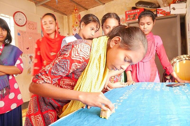 バングラデシュなど家事使用人として働く少女への教育やヘルプセンターの運営、雇用主や保護者の意識啓発などに役立てられます