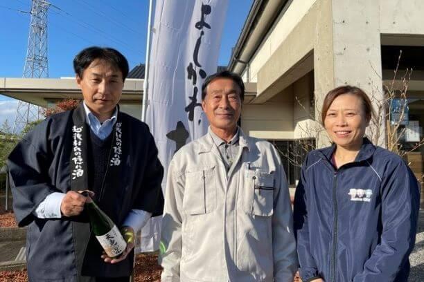 事前の打ち合わせから事前収録、ご出演まで、大変お世話になったよしかわ杜氏の郷美濃川さん(左)、同酒蔵杜氏の小池さん(中央)、上越市職員の藤井さん(右)。  上越の企画では毎回お世話になっています。