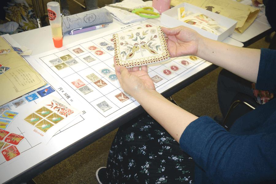私たちが送った切手の仕分けボランティアを体験!Inシャプラニール